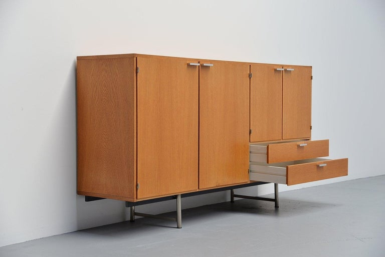 Pastoe Made to Measure Buffet in Oak, Holland, 1965 In Good Condition For Sale In Etten-Leur, NL