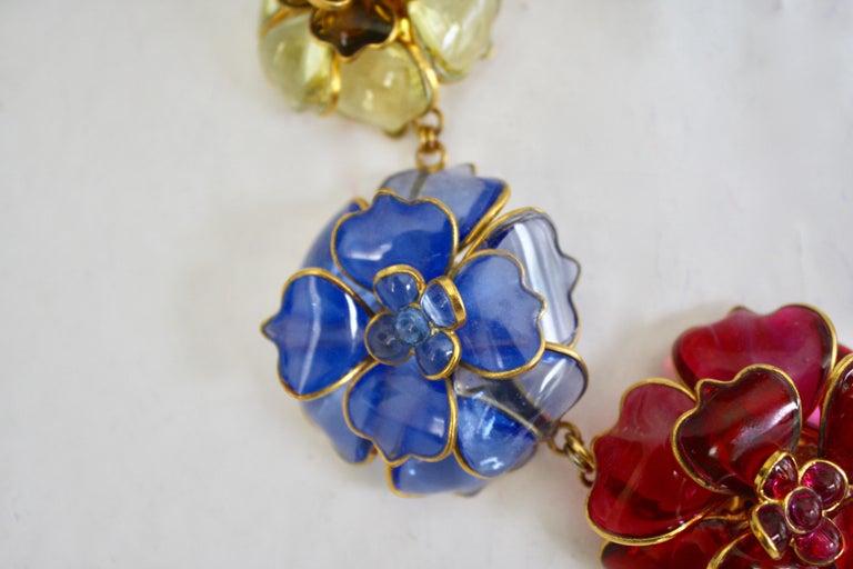 Pate de Verre Collection Nine Camelia Necklace In New Condition For Sale In Virginia Beach, VA