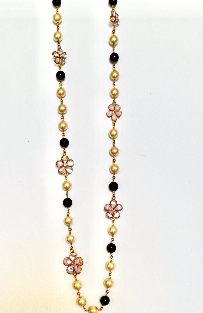 Women's or Men's Pâte de Verre sautoir with Clover and Pearls For Sale