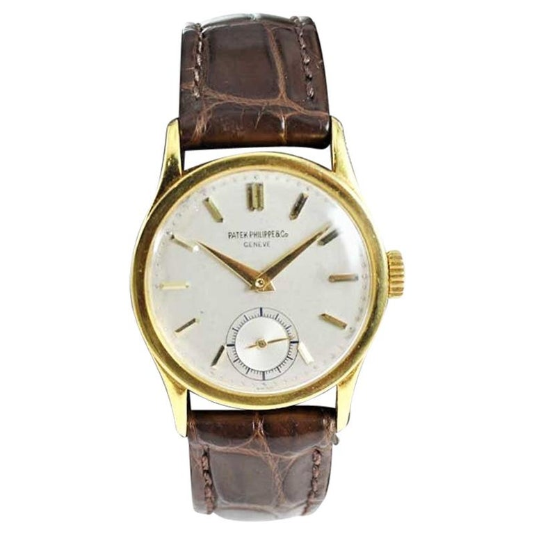 Patek Philippe 18 Karat Gold Classic Calatrava with Original Dial, circa 1940s For Sale