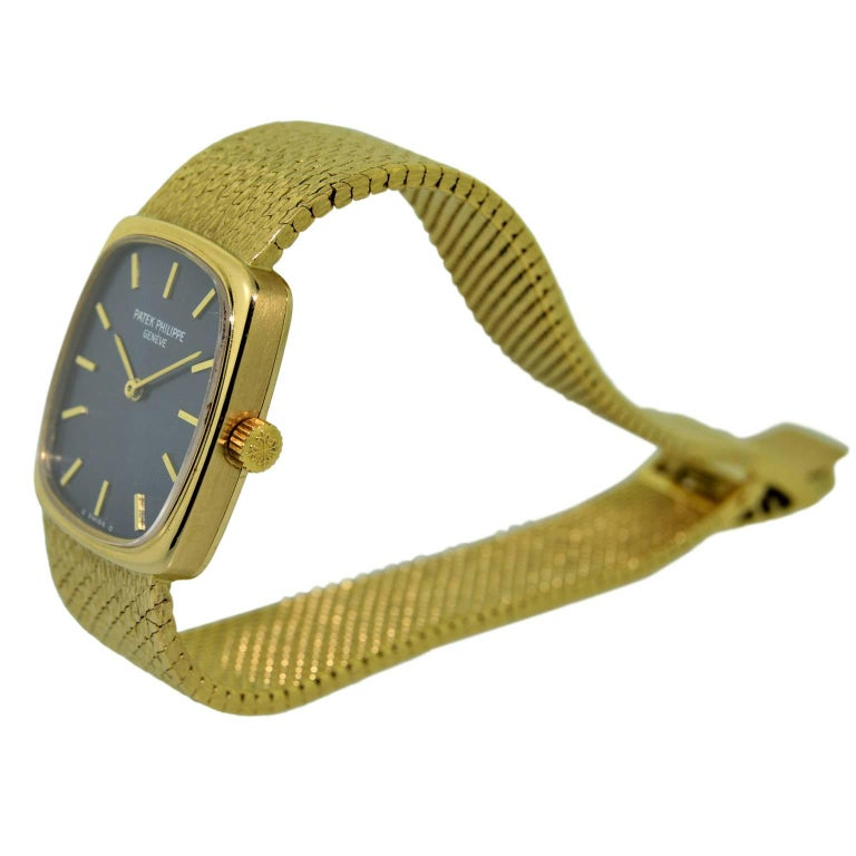 Patek Philippe 18 Karat Gold Ladies Watch with Original Blue Dial, circa 1970s For Sale 1