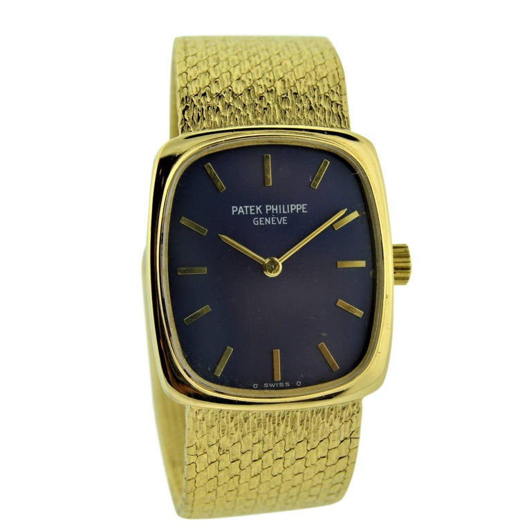 Patek Philippe 18 Karat Gold Ladies Watch with Original Blue Dial, circa 1970s For Sale