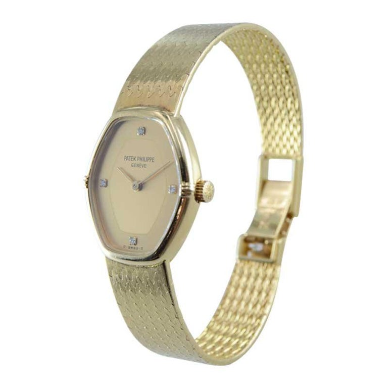 Patek Philippe 18 Karat Yellow Gold Ladies Watch with Original Bracelet In Excellent Condition For Sale In Venice, CA