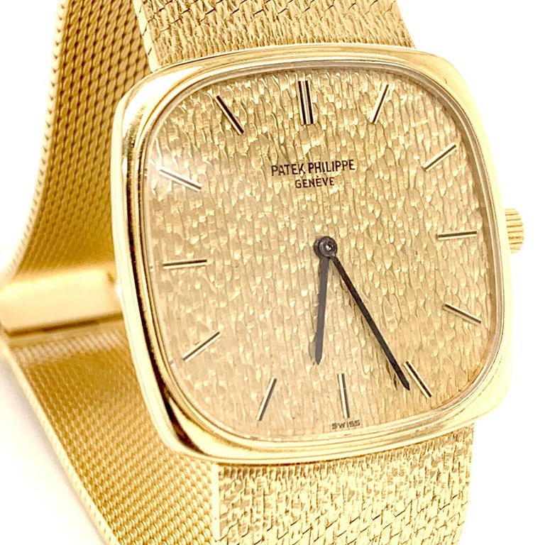 Patek Philippe Yellow Gold Wristwatch In Excellent Condition For Sale In New York, NY