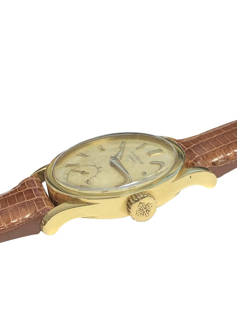 Patek Philippe Calatrava Vintage Ref 2545 Yellow Gold Mechanical Wristwatch In Excellent Condition For Sale In Chicago, IL