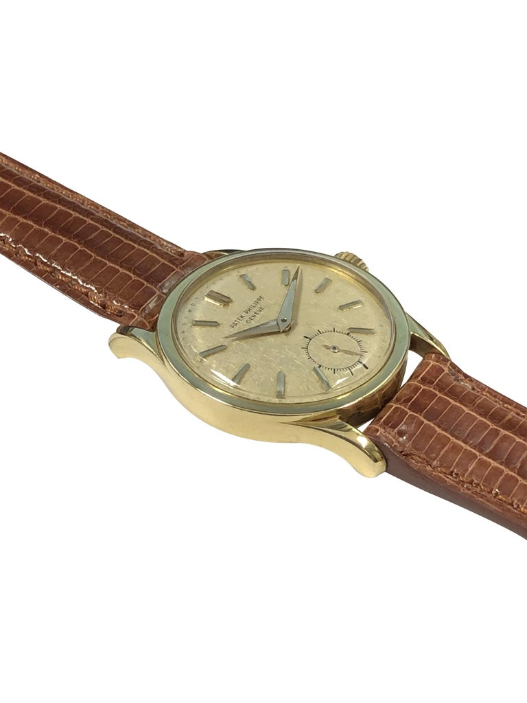 Women's or Men's Patek Philippe Calatrava Vintage Ref 2545 Yellow Gold Mechanical Wristwatch For Sale