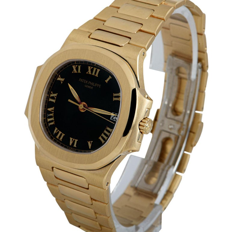 A 37 mm 18k Yellow Gold Nautilus Gents Wristwatch, semi-glossy black dial with applied roman numerals, date at 3 0'clock, a fixed 18k yellow gold bezel, an 18k yellow gold bracelet with a concealed 18k white gold double deployant clasp, sapphire