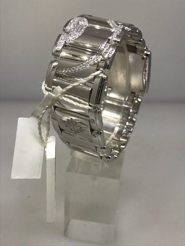 Patek Philippe Ladies White Gold Diamond Twenty-4 Bracelet Wristwatch 4910/49g For Sale 1