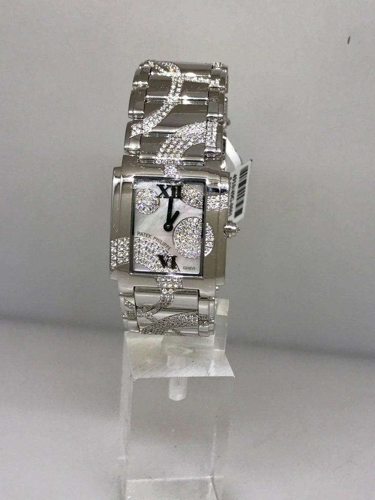 Patek Philippe Ladies White Gold Diamond Twenty-4 Bracelet Wristwatch 4910/49g For Sale 4