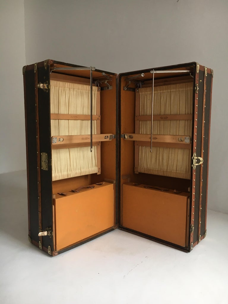 Patinated Antique Louis Vuitton Double Wardrobe Trunk, France, 1920 For Sale 10