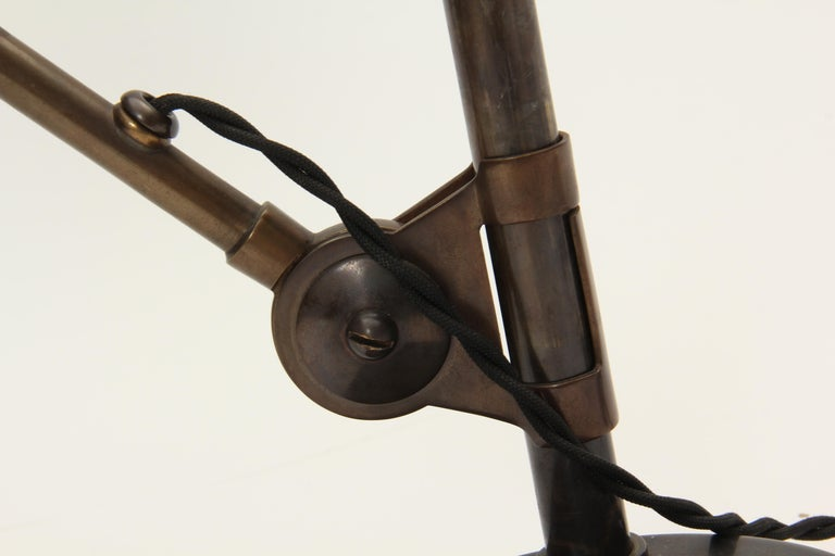 Patinated Brass Pivoting Banker's Desk Lamp In Good Condition In New York, NY