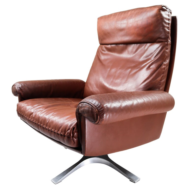 Patinated Brown Leather Vintage Swiss De Sede DS 35 Swivel Armchair For Sale