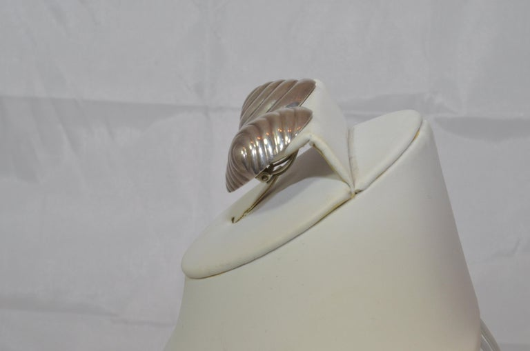 Patricia Von Muslin Signed Sterling Silver Shell Earrings In Excellent Condition For Sale In Carmel by the Sea, CA