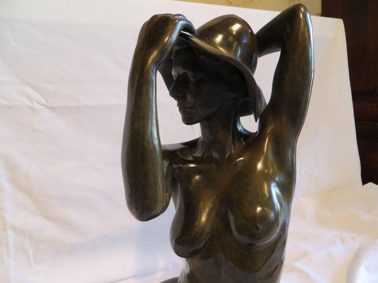 Bérangère with a Hat - Gold Nude Sculpture by Patrick Brun