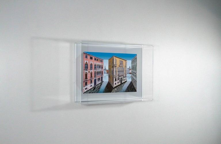 Patrick Hughes - Palazzina, venice, landscape, italy, op art, reverspective - Gray Print by Patrick Hughes