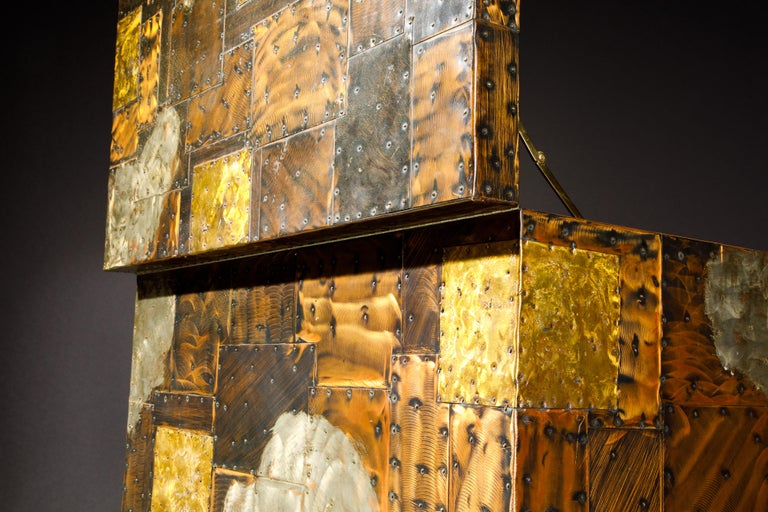 Paul Evans Patchwork Copper Flip-Top Dry Bar Cabinet for Directional, circa 1967 For Sale 4
