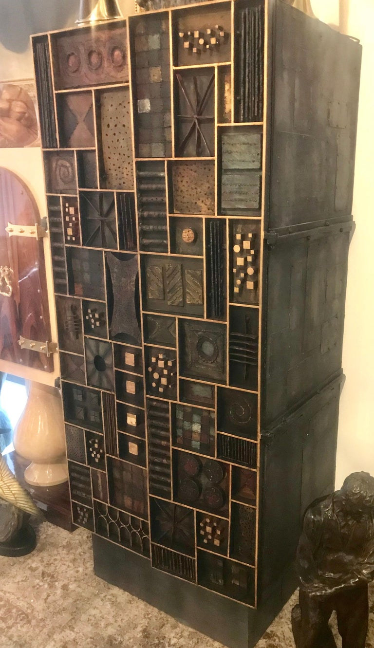 Paul Evans Style Cabinet/Dry Bar In Good Condition For Sale In Miami, FL