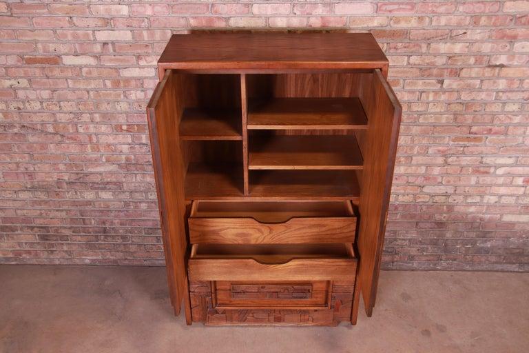 Paul Evans Style Lane Pueblo Brutalist Mid-Century Modern Oak Armoire Dresser For Sale 3