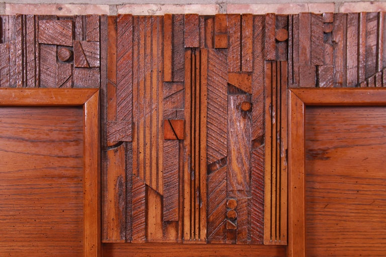 Paul Evans Style Lane Pueblo Brutalist Oak Queen Size Headboard, 1970s In Good Condition For Sale In South Bend, IN