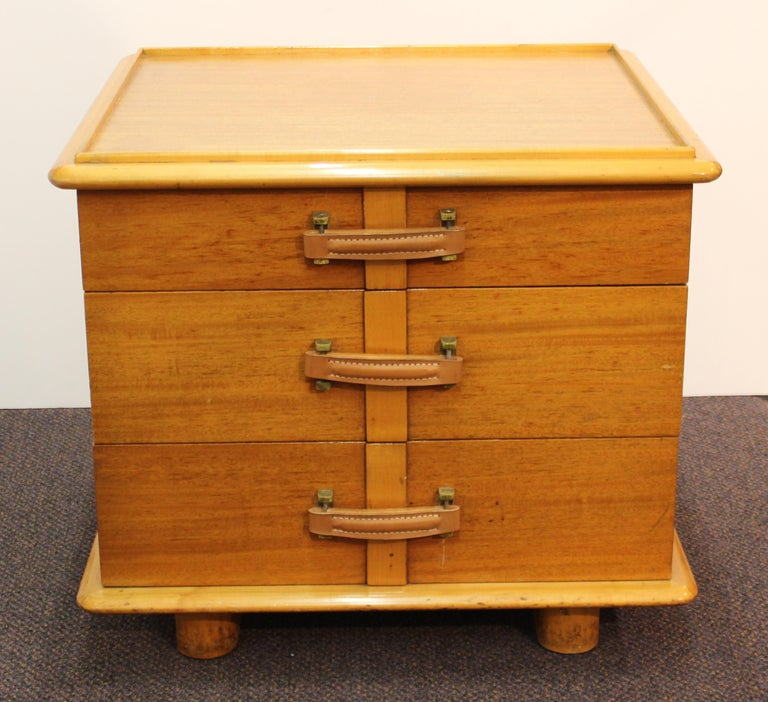 American Mid-Century Modern pair of 'Station Wagon' nightstands designed in the mid-1940s by Paul Frankl for the Johnson Furniture Company in Grand Rapids, Michigan. Made in mahogany and birch wood with leather handles and brass hardware. The pair