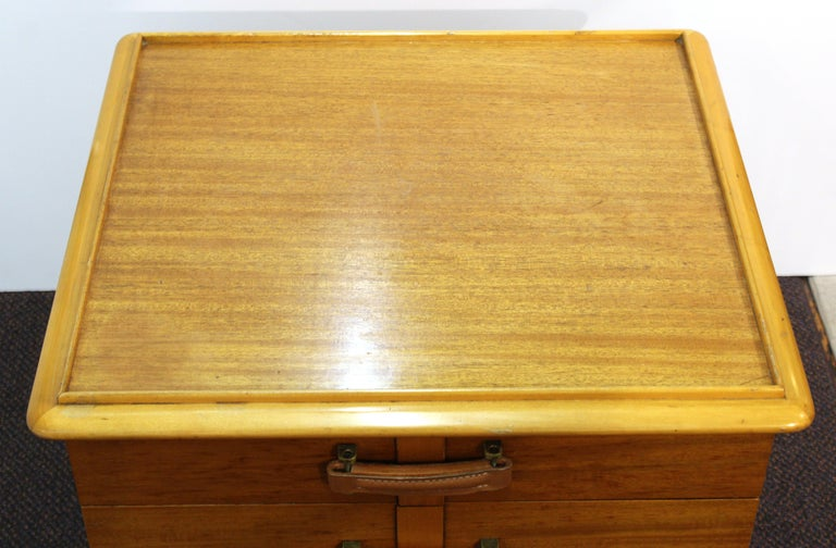 Paul Frankl for Johnson Furniture Modern 'Station Wagon' Nightstands For Sale 2