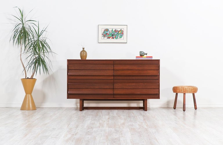 Sleek and curvature dresser designed by fame Hungarian-born modern architect and interior designer Paul Laszlo. This example was designed in collaboration with California company, Brown Saltman, who operated in the city of Los Angeles in the 1950s.