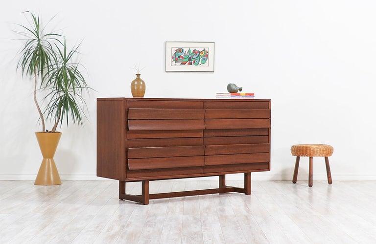 Mid-Century Modern Paul Laszlo 8-Drawer Dresser for Brown Saltman For Sale