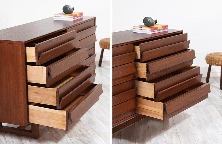 Mahogany Paul Laszlo 8-Drawer Dresser for Brown Saltman For Sale