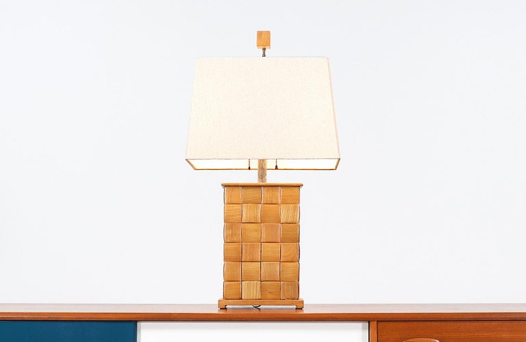 Rare Californian Modern table lamp designed by Paul Laszlo for Brown Saltman in the United States circa 1950s. This spectacular lamp features an oak wood body with Laszlo's signature chest pattern seen on his famous
