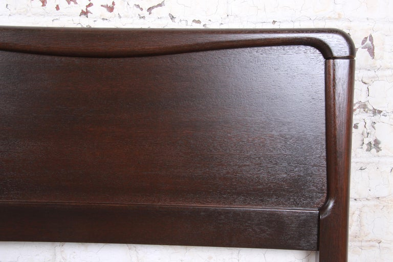 Paul Laszlo for Brown Saltman Mahogany King Size Headboard, Newly Refinished In Good Condition For Sale In South Bend, IN