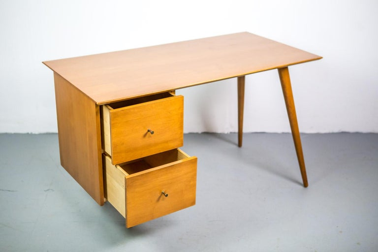 Mid-Century Modern Paul McCobb Desk for Planner Group in Solid Maple, 1950s For Sale