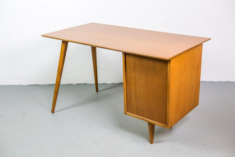 Mid-20th Century Paul McCobb Desk for Planner Group in Solid Maple, 1950s For Sale