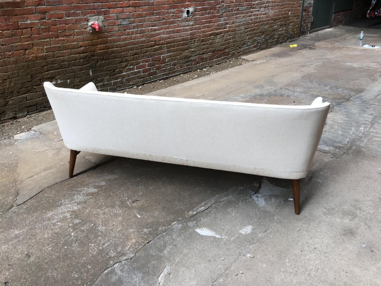 Paul McCobb Directional Tub Sofa In Good Condition For Sale In Garnerville, NY