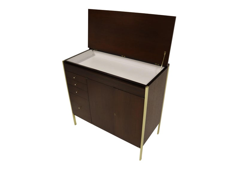 Paul McCobb Locking Bar Cabinet Dresser In Excellent Condition For Sale In Chicago, IL