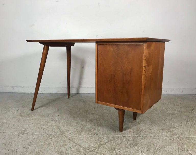 Mid-20th Century Paul McCobb Maple Planner Group Desk For Sale