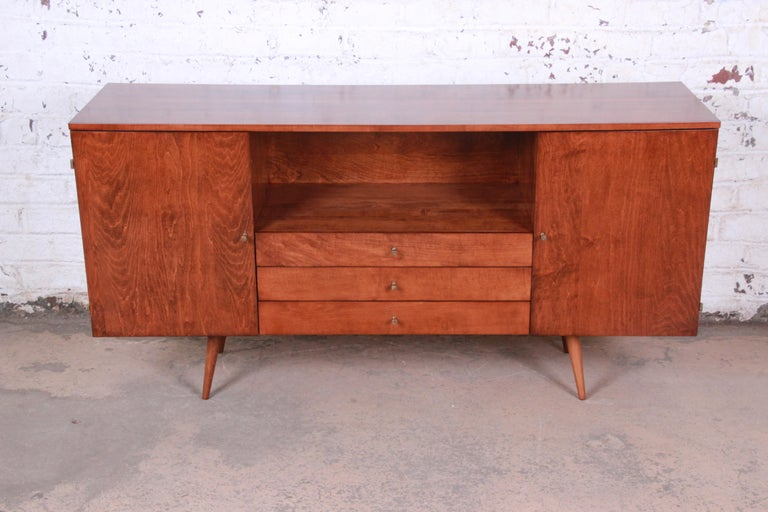Mid-Century Modern Paul McCobb Planner Group Credenza or Media Cabinet, Newly Refinished For Sale