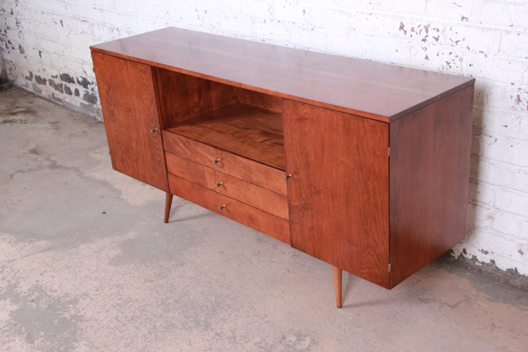 American Paul McCobb Planner Group Credenza or Media Cabinet, Newly Refinished For Sale