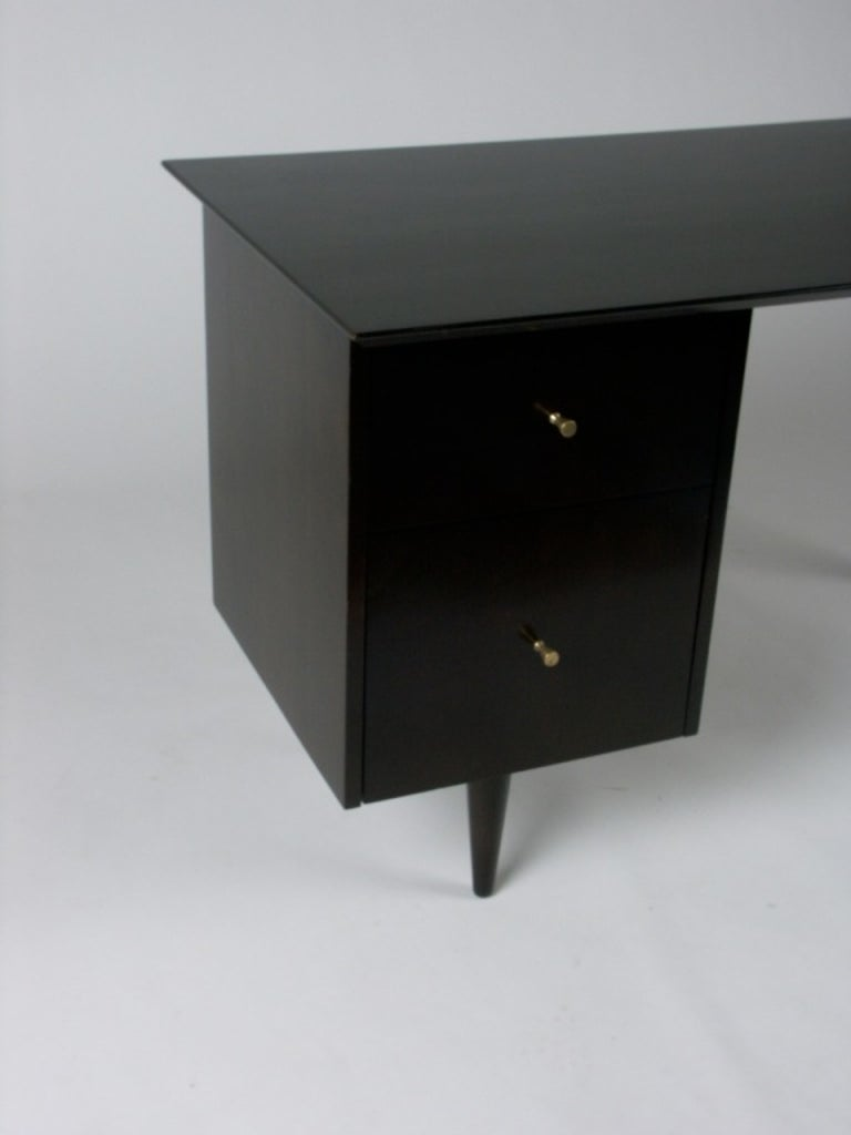 Paul McCobb Planner Group Mid-Century Modern Desk in Dark Espresso In Good Condition For Sale In St. Louis, MO
