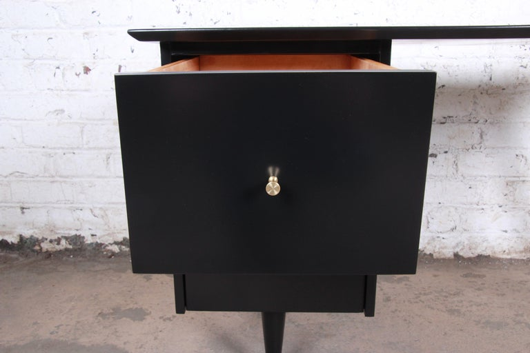 Paul McCobb Planner Group Midcentury Black Lacquered Writing Desk, Restored For Sale 1