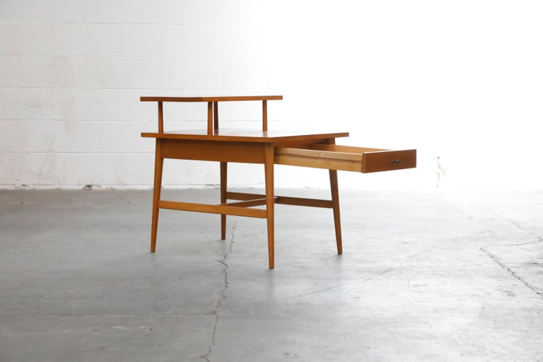 Paul McCobb Planner Group Side Table or Nightstand for Winchedon, circa 1950 In Good Condition For Sale In Los Angeles, CA