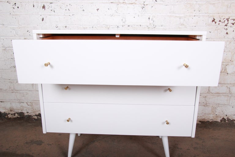 Paul McCobb Planner Group White Lacquered Chest or Large Nightstand, Restored In Good Condition For Sale In South Bend, IN