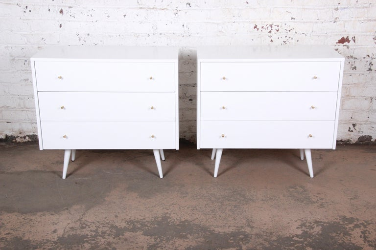 An exceptional pair of Mid-Century Modern bachelor chests or bedside tables
