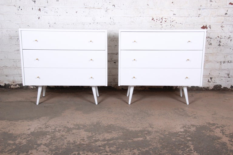 Mid-Century Modern Paul McCobb Planner Group White Lacquered Chests or Large Nightstands, Pair For Sale