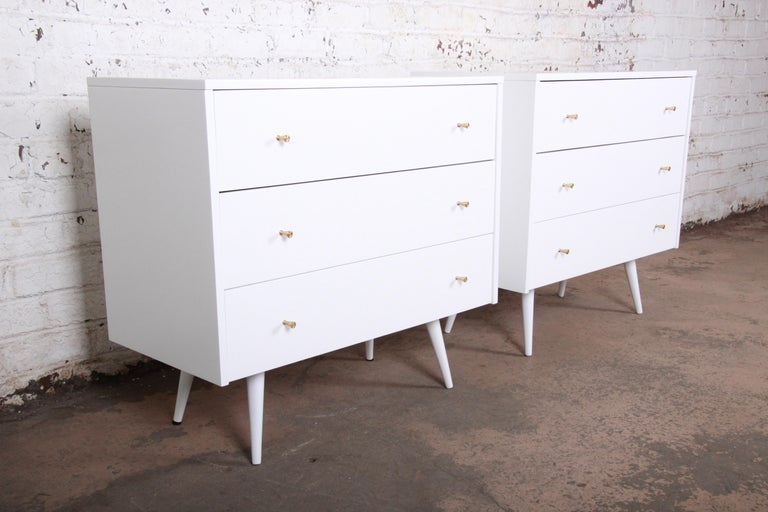 American Paul McCobb Planner Group White Lacquered Chests or Large Nightstands, Pair For Sale