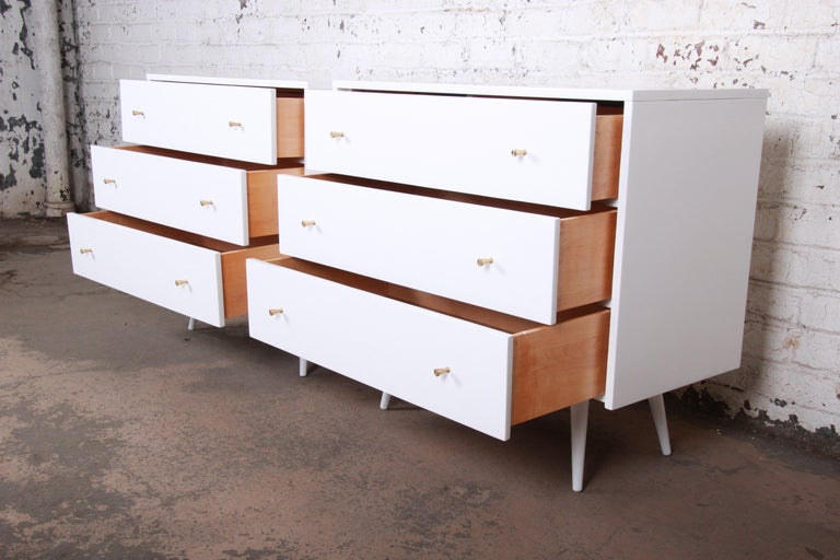 Mid-20th Century Paul McCobb Planner Group White Lacquered Chests or Large Nightstands, Pair For Sale