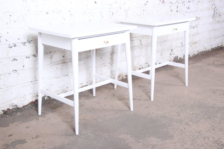 American Paul McCobb Planner Group White Lacquered Nightstands, Newly Refinished For Sale
