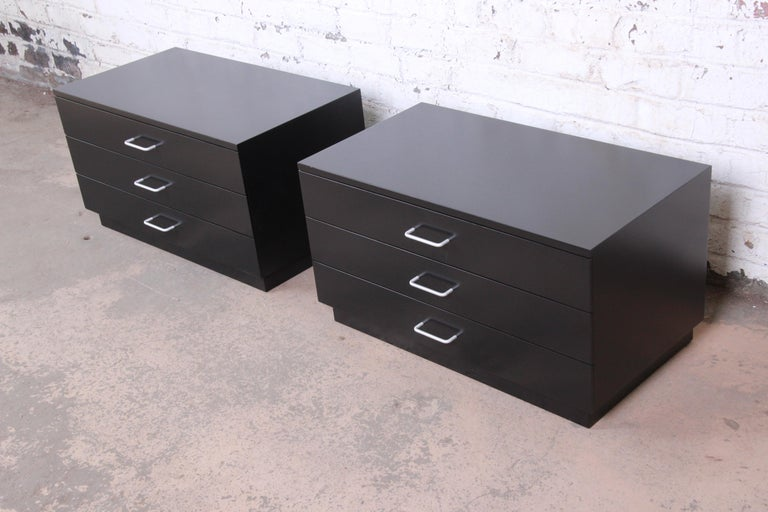 20th Century Paul McCobb Style Mid-Century Modern Black Lacquered Nightstands, Refinished For Sale