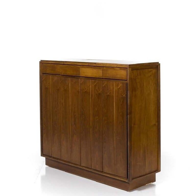 Mid-Century Modern Paul McCobb Walnut Gentleman's Chest, circa 1960s For Sale