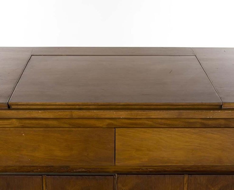 American Paul McCobb Walnut Gentleman's Chest, circa 1960s For Sale