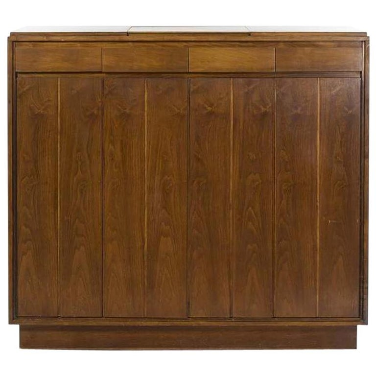Paul McCobb Walnut Gentleman's Chest, circa 1960s For Sale